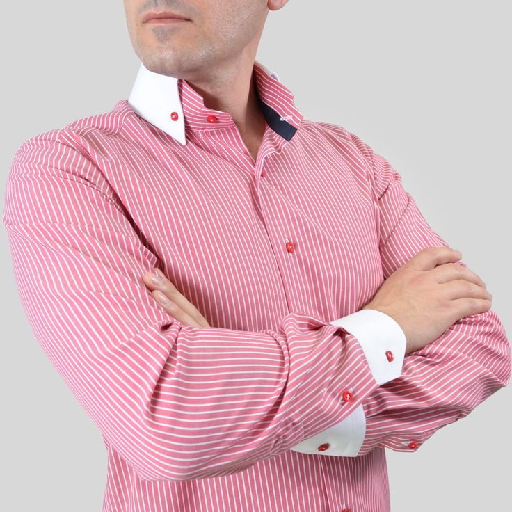Pentru el: O cămasă casual unicat din punct de vedere al designului. Se poate asorta la un jeans sau la pantaloni din bumbac purtați cu pantofi casual sau loaferi.