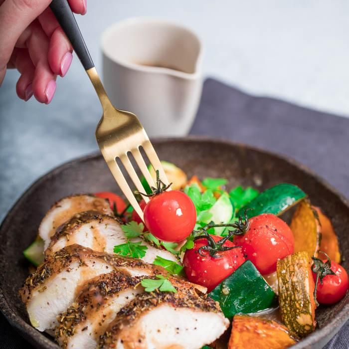 Youfoodz | Healthy Hot Pot $9.95 | Lightly seasoned chicken breast, sweet roasted cherry tomatoes, chunky pumpkin & zucchini, and a glorious gravy spiked with lemon, garlic & a medley of Italian herbs | #Youfoodz #HomeDelivery #YoullNeverEatFrozenAgain