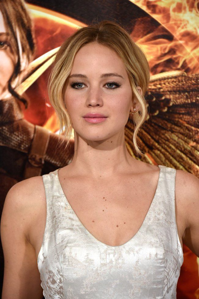 "Jennifer Lawrence Shines in Dior Couture at ""The Hunger Games: Mockingjay Part 1"" LA Premiere"