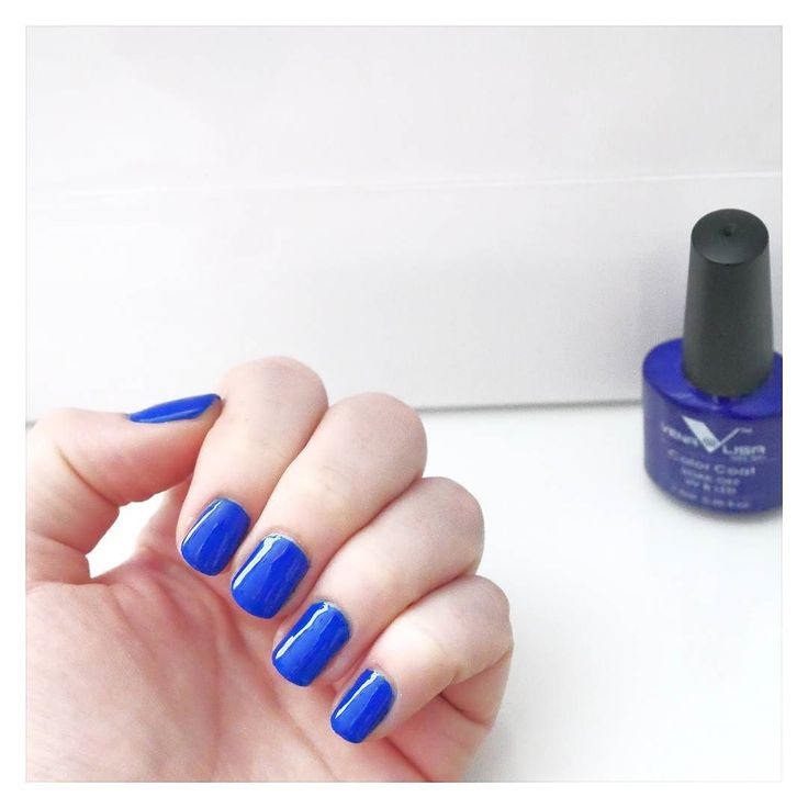 Dzień dobry kochani w ten niedzielny poranek  Dzisiaj przedstawiam Wam cudowny kobalt z Vena lisa. Same powiedzcie czy potrzebuje jakiś dodatkowych ozdób ?  Cudownego dnia  #manicure #manicurehybrydowy #hybrydy #hybrydyaliexpress #venalisa #bluenails #polishnail #hybridnails