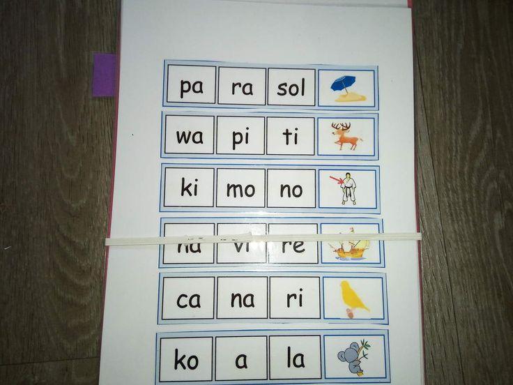 -une feuille cartonnée, qu'on découpera de la même longueur et largeur de la bande de syllabes .