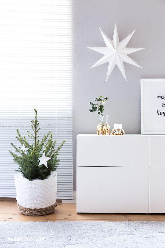 Schlichte Weihnachtsdeko-Ideen in Grün und Weiß
