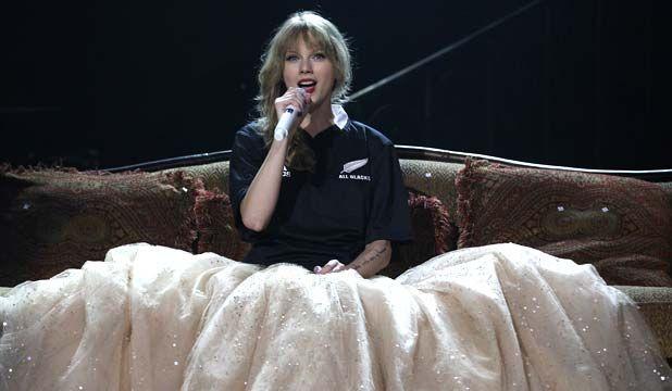 Taylor Swift in All Blacks Jersey