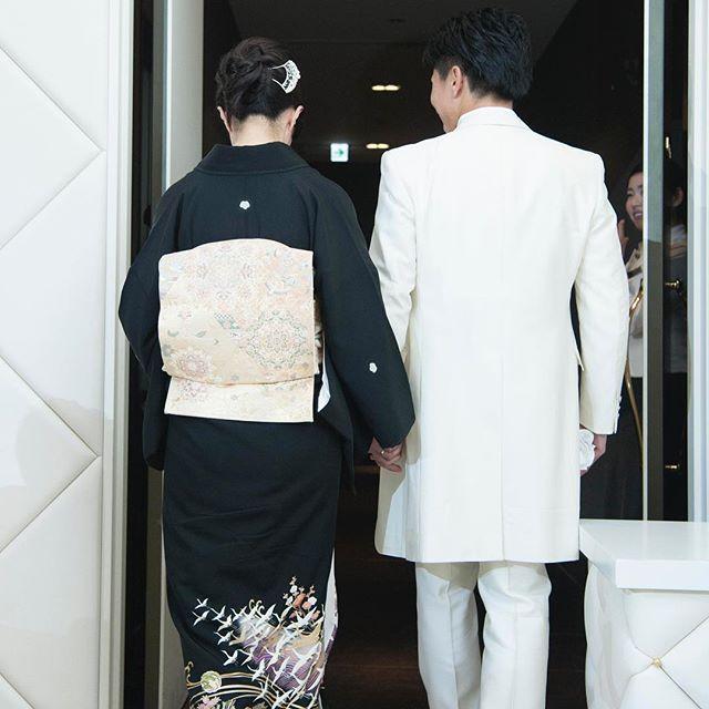 お母様と手を繋いで中座。久しぶりに繋ぐ手から、お母様の深い愛情を感じることができる時間です。  *  *  *  #中座  #エスコート  #新郎  #love  #shakehands #カノビアーノ福岡#canoviano  #カノビアーノ#大名#天神#fukuoka  #結婚式場#自然派イタリアン  #福岡プレ花嫁#プレ花嫁  #全国のプレ花嫁さんと繋がりたい  #フィオーレビアンカ  #福岡のプレ花嫁さんと繋がりたい  #2017婚#wedding  #ブライダルフェア#dearswedding