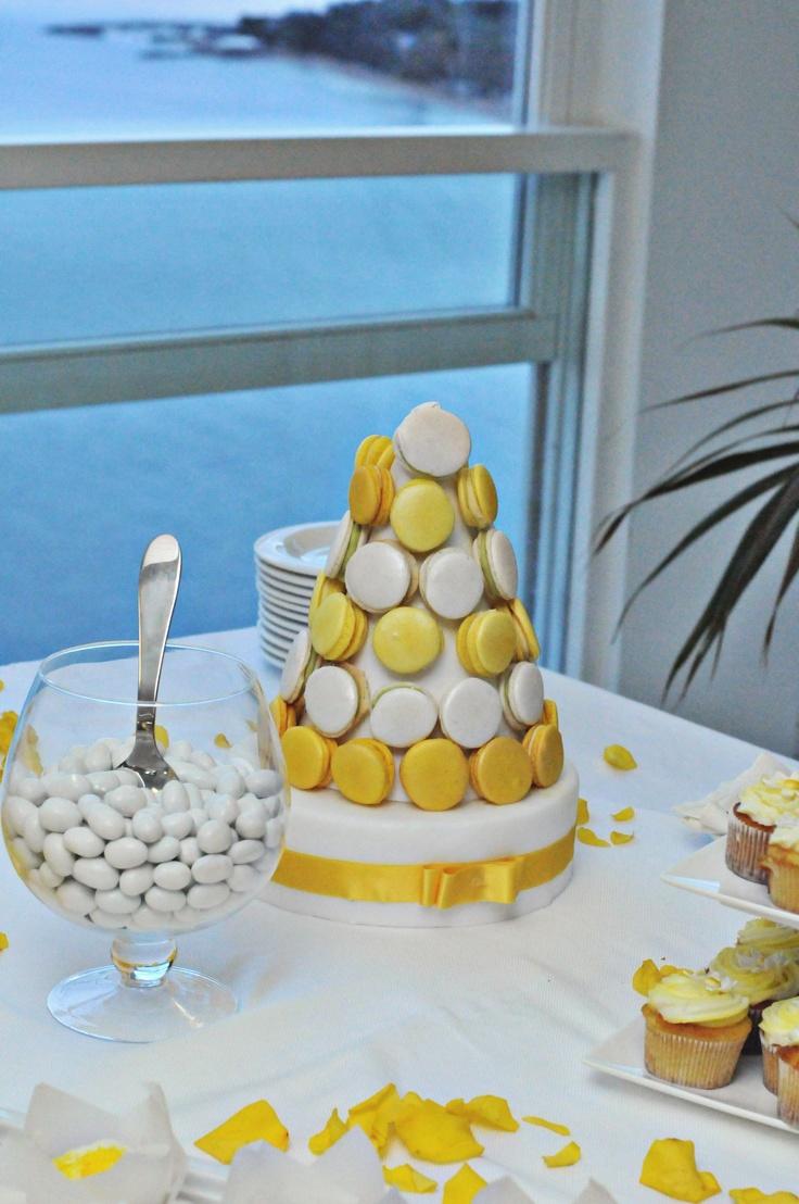 macarons  http://www.dolcichicchediantonella.com/2013/06/10/il-mio-wedding-dessert-table/