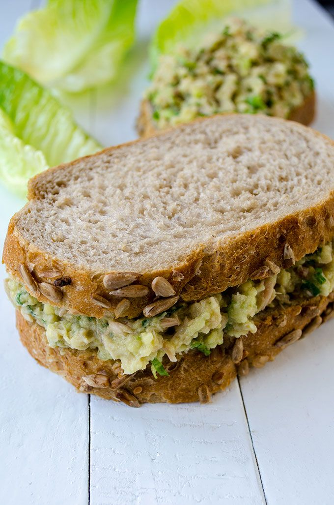 Creamy Avocado Tuna Sandwich with low calories. This is one of the healthiest, easiest and tastiest sandwiches ever! | giverecipe