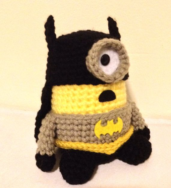 Batman Minion PDF Pattern Crochet for Amigurumi Doll por JAMigurumi