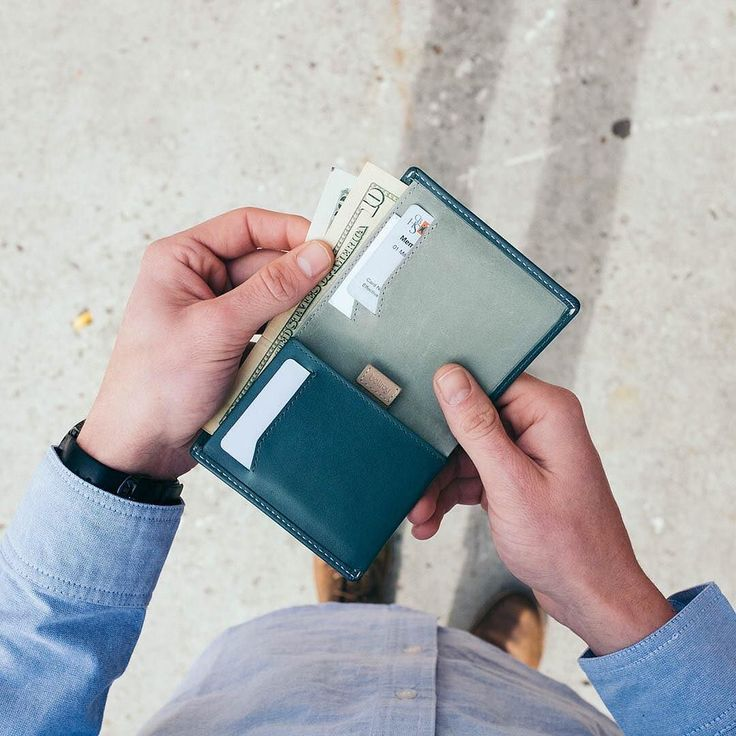 Ok you're down to your last $10. What do you spend it on? #bellroy #mybellroy #notesleeve