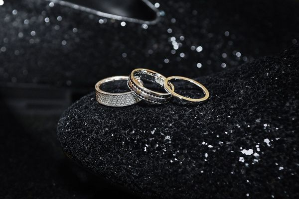 Personalized Fairy Tale Wedding With Fun Entertainment In Chicago Inside Weddings Band Engagement Ring Wedding Rings Fairy Tale Wedding