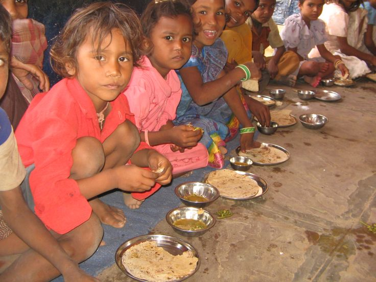 #Children in Baran is enjoying the Chapathi provided by the Akshaya Patra. The menu includes chapathi, daal and rice.
