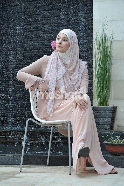 Putri Ahmad Al-Habsy --- Buy the magazine at https://www.facebook.com/notes/moshaict-moslem-fashion-district/daftar-nasional-reseller-buku-hijab-moshaict/280384698688485 --- www.moshaict.com  #hijab #fashion #fashionhijab #islamicfashion