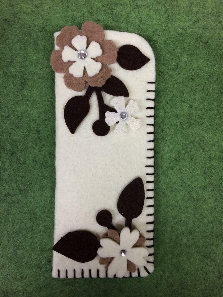 Portaocchiali panna con fiori marroni, by Merceria dell'angolo, 6,50 € su misshobby.com