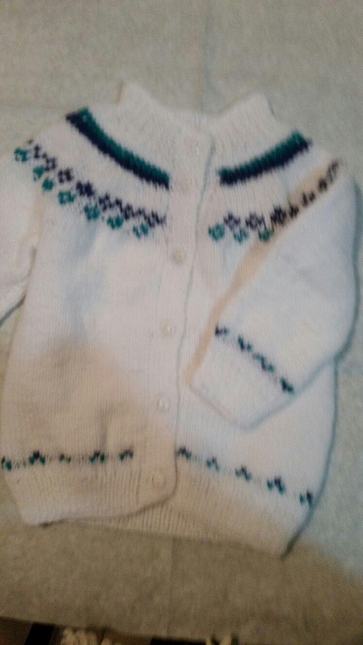 chaleco para 18 meses .Color base blanco .lana Reginella 3 hebras