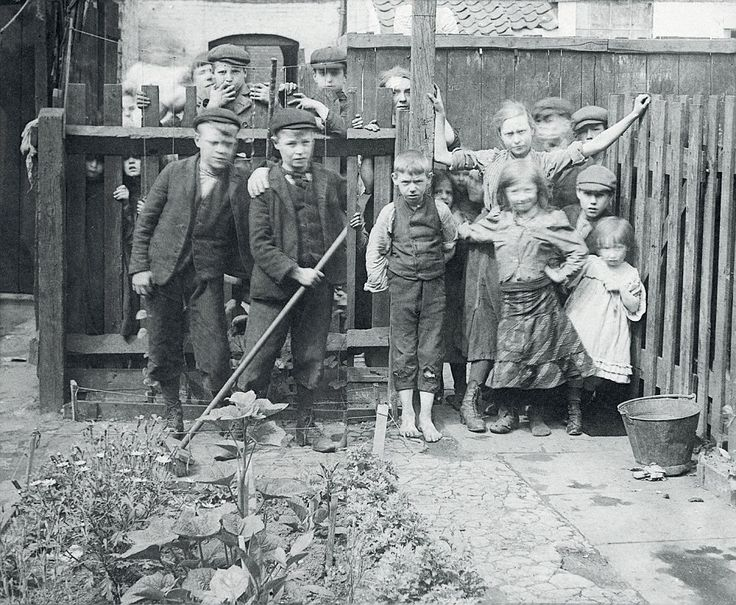 Dead End Street: The Spitalfields Nippers growing up in one the most deprived and dangerous areas of London