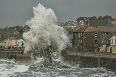 huge waves in Porthleven, Feb 2014