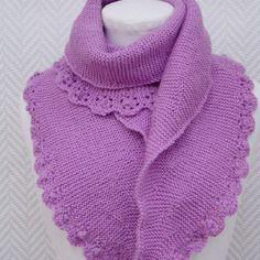 Echarpe, châle mauve  destockage 64 € au lieu de 78 €en laine tricoté main.