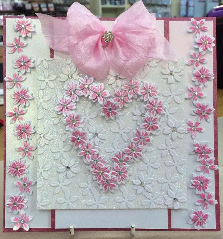 Chloe's Creative Cards on Hochanda #ChloeEndean #Papercraft #Cardmaking #Crafts #Hobbies #Arts #Crafting #DieCutting