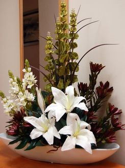 36 - Oriental Lily, Leucodenderon, Moluccella & Chincherinchee - Ceramic Boat Bowl