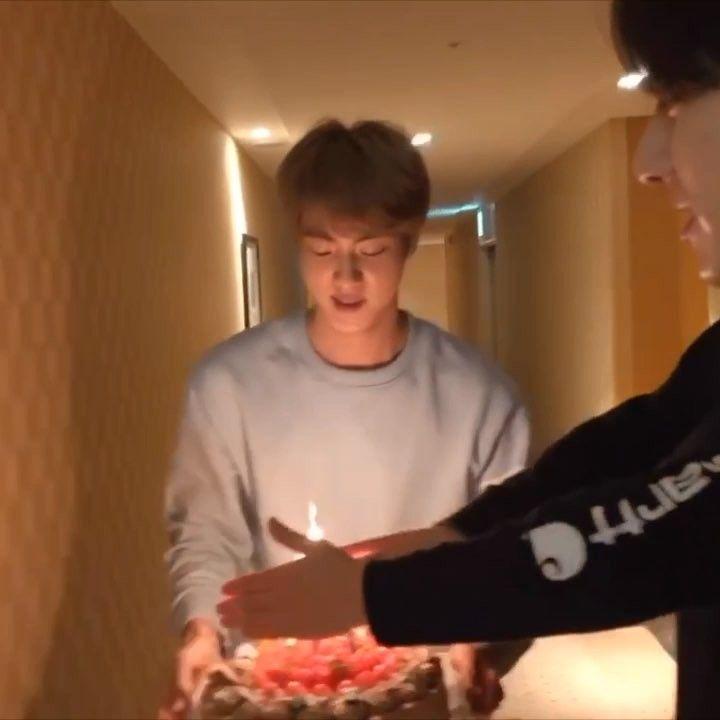 "ˏ Bts Jin ʹ€ì""ì§"" ˊ On Instagram Qts Preparing Hoseok S Birthday Cake Bts Bangtan Bangtanboys Kimnamjoon Rm Selebritas"