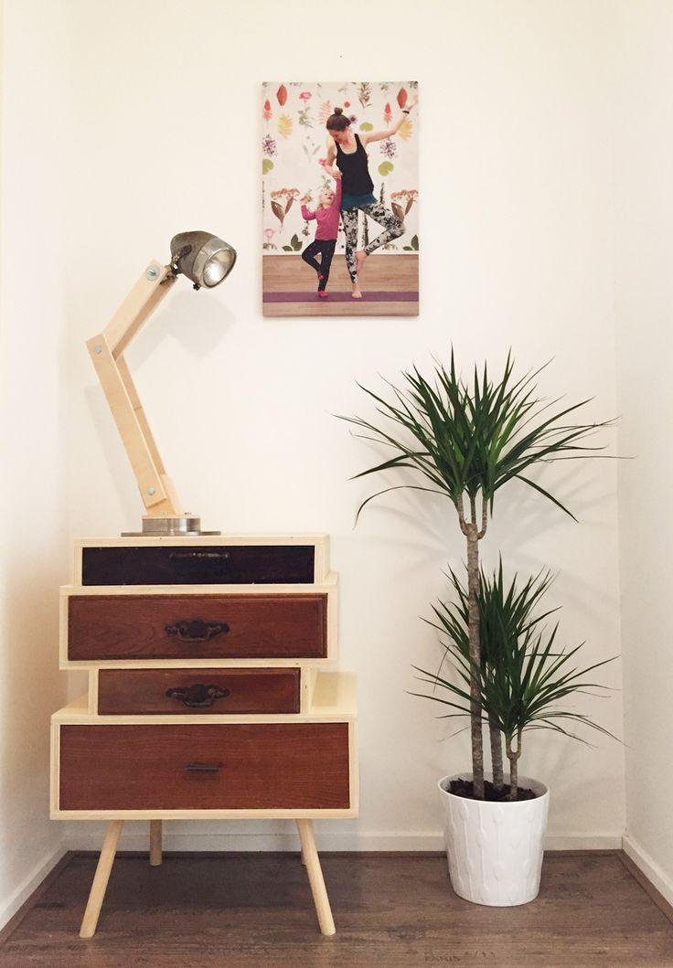 Handgemaakte kast en lamp. Kast is van oude lades gemaakt uit diverse kasten. Lamp is gemaakt van een remschijf en een oude koplamp van een brommer.