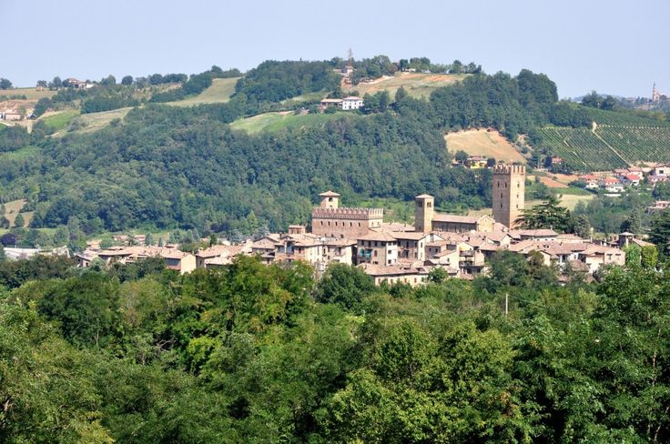 Castell'Arquato, one of the prettiest castles in Italy by @Walks of Italy