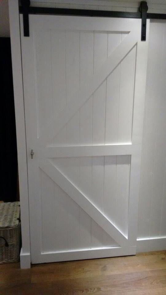 25 beste idee n over witte trap op pinterest witte hal trapleuningen en geschilderde leuning - Geschilderde houten trap ...