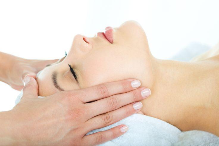 Refreshing facial massage for better skin at Quan Spa, JW Marriott Medan.