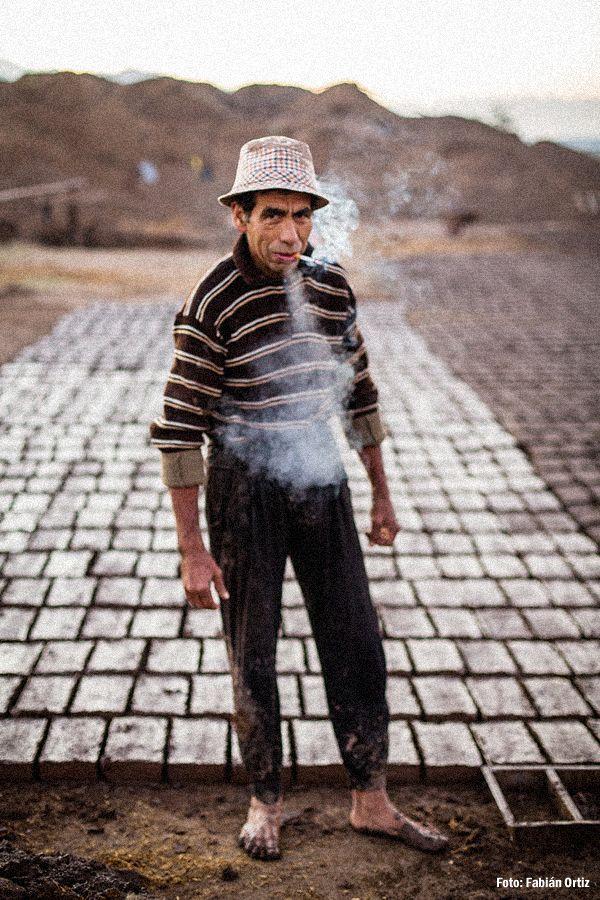 Hace 35 años que Luis Alberto Poblete (56) , dedica la temporada que va desde octubre a marzo a su oficio más querido: cortar ladrillos.