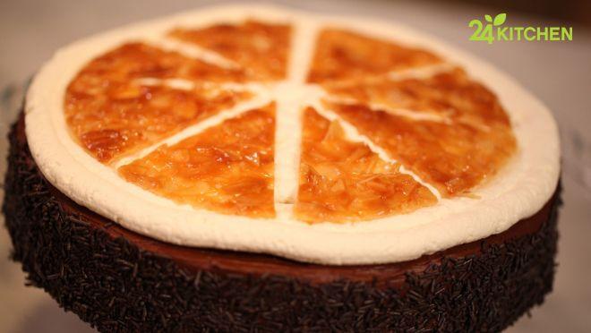 Tek bir pasta tarifi, içinde üç ayrı tatlı keyfi barındırıyor!   Bu pastayla öğreneceğin bademli florentin, sıkıcı bir kek tarifini bir anda özel kılabilir.  http://24kitchen.com.tr/tarifler/florentin-pasta