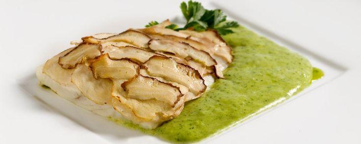 Osteria der Katzlmacher - Cocofungo: Rombo chiodato in mantello di porcini su crema di prezzemolo