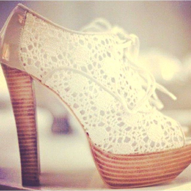 love the lace: Fashion Shoes, Lace Heels, Summer Shoes, Summer Heels, Lace Shoes, White Lace, High Heels, Summer Chic, New Shoes