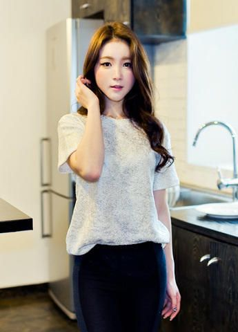 shiny loose tee from Kakuu Basic. Saved to Kakuu Basic Tees & Tops. #korean #korea #koreanfashion #ulzzang #kfashion.
