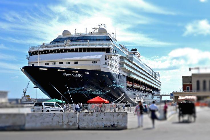 Mein Schiff 2 Bewertung: Alles, was man für die Kreuzfahrt-Reise mit der Mein Schiff 2 wissen und beachten muss. Hier geht's zum Reisebericht!