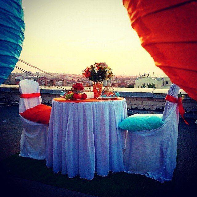 Романтический ужин в оранжевом цвете
