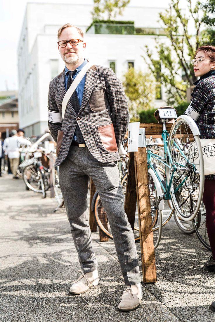 """ドレスコードは""""ツイード""""10月18日(日)、「メルセデス・ベンツ ファッション・ウィーク 東京」の関連イベントの一つとして開催された「ツイードラン東京2015」。2012年に始まり、今年で4回目。昨年に引き続き、ユナイテッドアローズの栗野 宏文氏を実行委員長に迎え、当日はオープニングパーティーやティーパーティー及び、ベストドレッサーの授賞式なども開催。ツイードアイテムを纏った約150名に上る参加者たちが早朝の代官山に集まりました。ブルース・パスクさん(バーグドルフ・グッドマン メンズファッションディレク"""