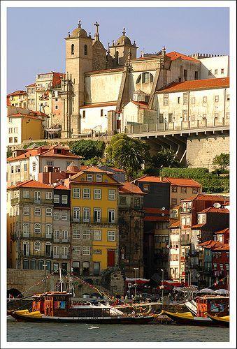 Het oude Porto aan de Douro rivier, Portugal
