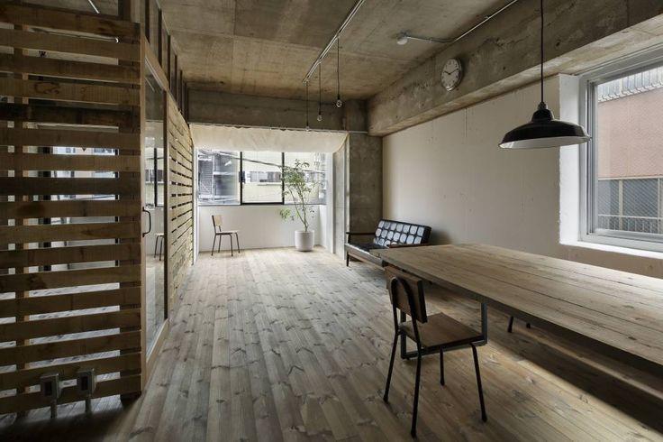 元浅草の住居: 蘆田暢人建築設計事務所 Ashida Architect & Associatesが手掛けたtranslation missing: jp.style.リビング.rusticリビングです。
