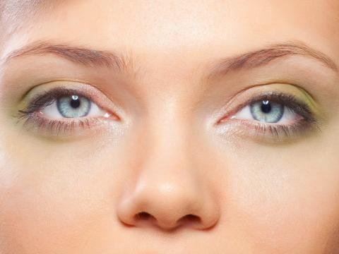 Augen – die fünf häufigsten Probleme  Augen sind so einzigartig wie ein Fingerabdruck - aber leider nicht so unveränderlich. Tipps und Tricks für unvergessliche Augenblicke.
