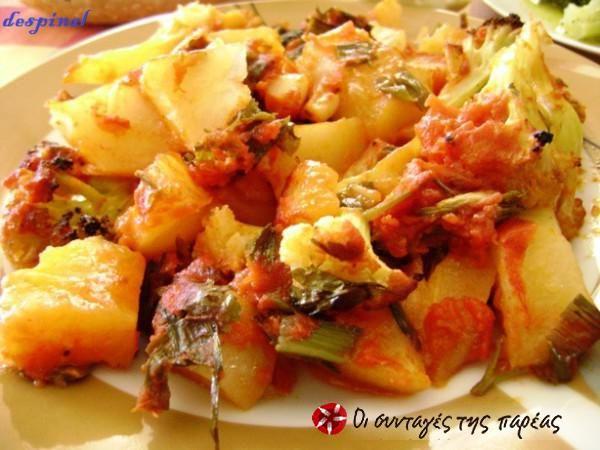 Κουνουπίδι ψητό με ντομάτα και πατάτες #sintagespareas #kounoupidipsito