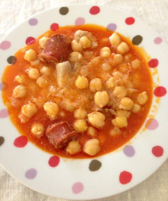 Receta que contiene garbanzos cocidos, diente de ajo, hojita de laurel, vino blanco, cebolleta o cebolla, aceite oliva