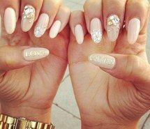 Kryształowe kamienie na paznokciach <3
