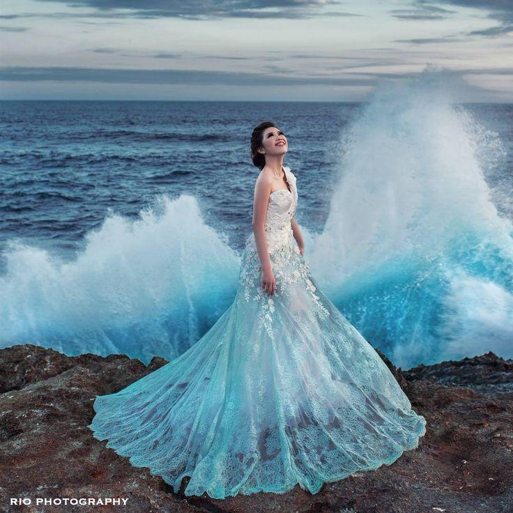 """FROZEN  Beautiful bride with a beautiful gown and in a beautiful moment. Prewedding teaser  @violinice88 @gunawanray  Dress by @ivan_gunawan  Photo…"""