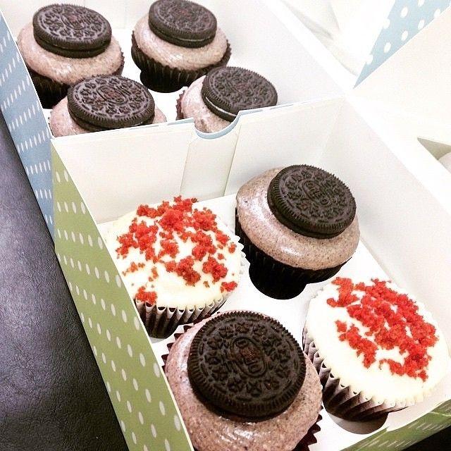 Red Velvet and Chocolate Oreo Cookies and Cream Cupcakes!  awesome #cakestotaste from: @cupcaked_    have your own awesome #cakestotaste ? tag us!!   via #cakeguide #cakemenu #kue #kueenak #kuelucu #kueonline #indonesiaphotographers #cake #cakes #cakeart #cakedesign