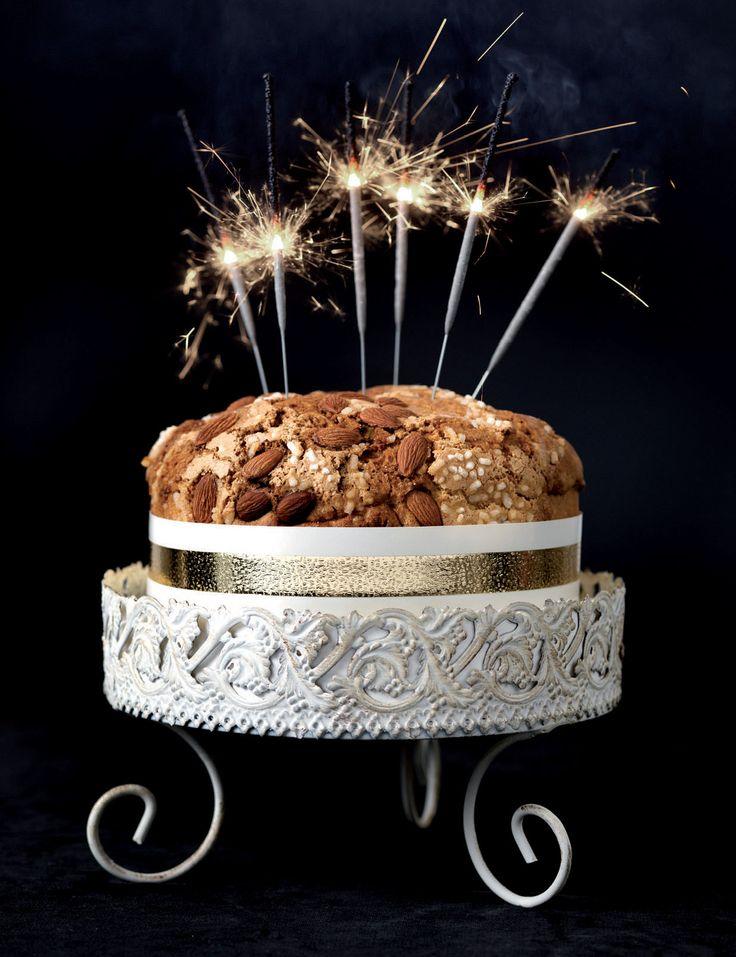 Dress Cake - Il Girotorta #christmas #idea #bows #ribbons #present #home #gift #garland #design #cakedesign #dresscake #cakeskirt #brizz #xmas #inspiration #happynewyear #newyear #countdown
