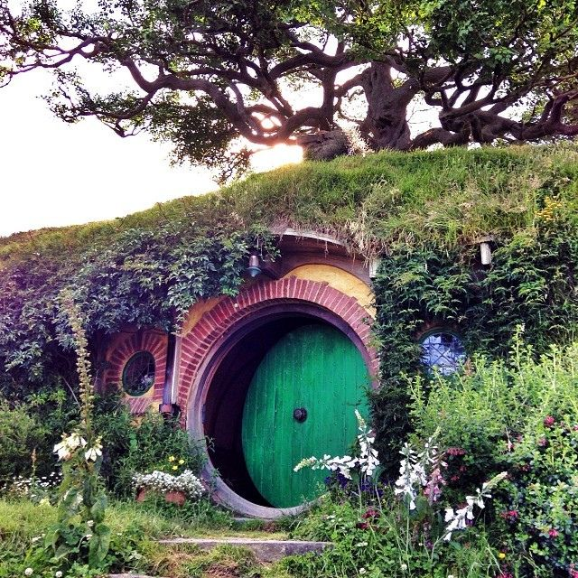 This hobbit style portal make me curious about the interior floor-plan of the berm-house.