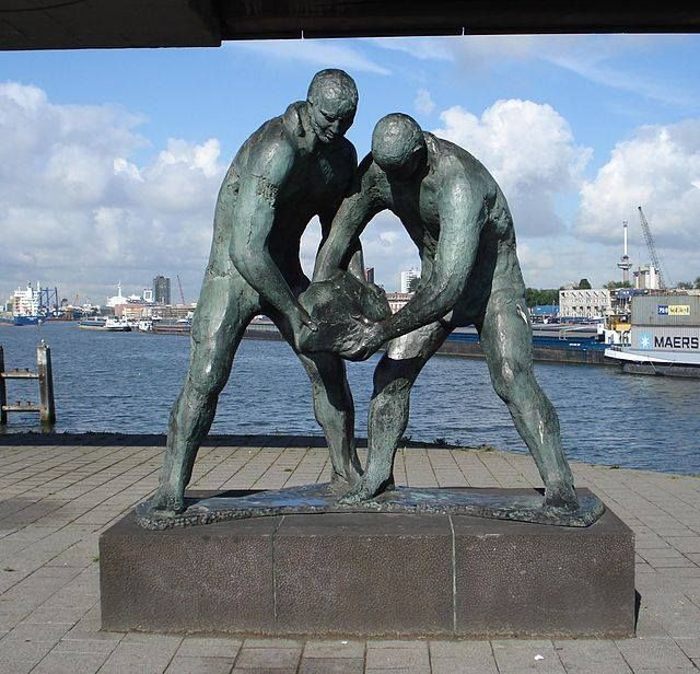 Statue of workers on the dikes, Maashaven Rotterdam