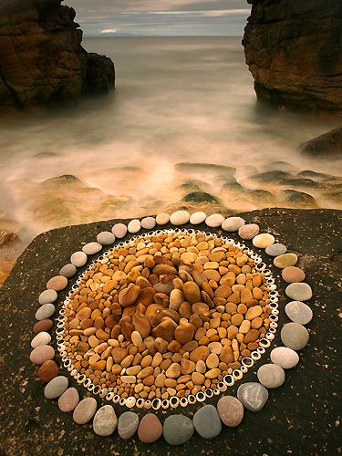 >>>Too FANTASTIC<<<Looks mosaic like but without the mortar..Land Art English | Creations in Nature . Dietmar Voorworld
