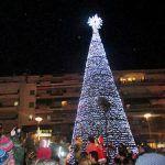 Φωταγωγήθηκε το Χριστουγεννιάτικο δέντρο στην κεντρική πλατεία της Καλαμάτας (φώτο-video)
