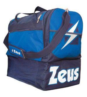 Kék-Királykék-Fehér Zeus Gamma Nagy Sporttáska masszív, nagy teherbírású, kopásálló, oldalról kerekített, víztaszító, klasszikus felsőrészhez, alsó rekesz kapcsolódik cipzárral. Remek, kitűnő választás a Zeus feliratos, címeres, további 6 színkombinációban elérhető Zeus Gamma nagy sporttáska. Kék-Királykék-Fehér Zeus Gamma Nagy Sporttáska méretei: 52 x 52 x 36 cm