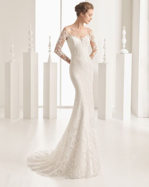 Mermaid-style French lace dress with Chantilly and beaded lace appliqués, nude tulle underlay, sweetheart neckline and tattoo-effect back and sleeves, in natural.